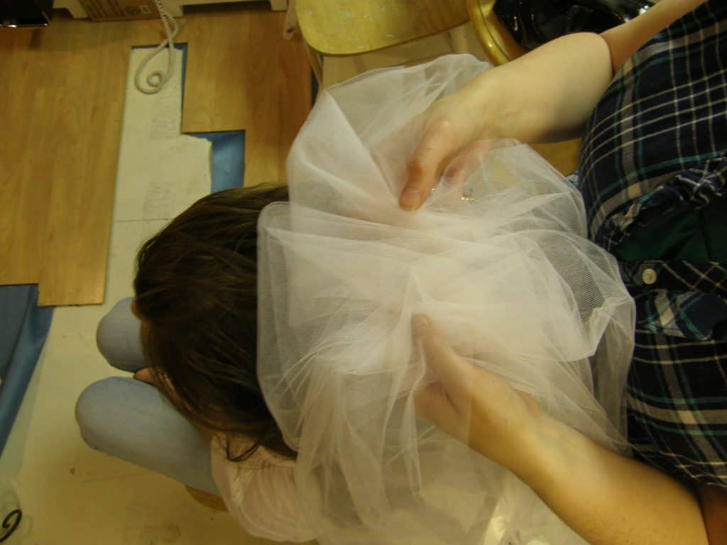 Texas Wedding Blogger, Kiss My Tulle, shares how to create your own NO SEW wedding veil. It can be done and it can be awesome… and it can be inexpensive.