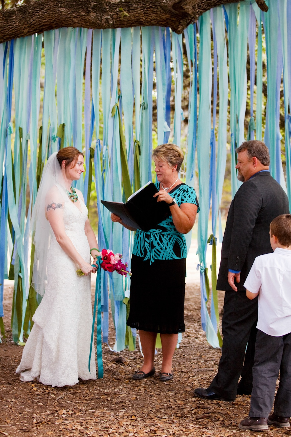 Wedding Wednesday: DIY Fabric Streamer Ceremony Backdrop